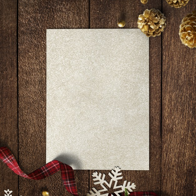 Gold paper mockup with christmas decorations on wooden background Free Psd