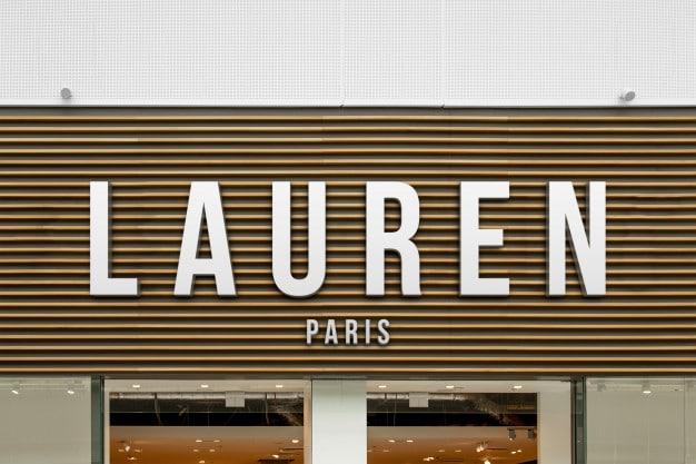 Mockup of exclusive elegant fashion 3d white logo sign on wooden shop facade or storefront entrance Premium Psd