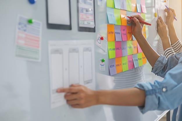 Web designer brainstorming for a strategy plan. Premium Photo