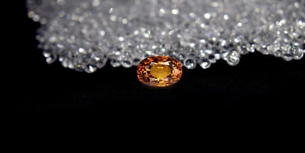 Yellow gem selected, beautiful and expensive Premium Photo